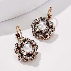 Jewelry - Gold w/Black Rose & Pearl Lever Back Earrings